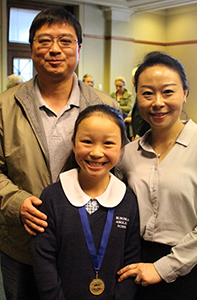 Yi Fei Li and her parents